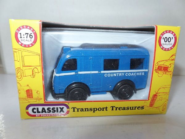 Classix EM76696 1/76 OO Scale Austin K8 3 Three Way Van Country Coaches Mini Bus
